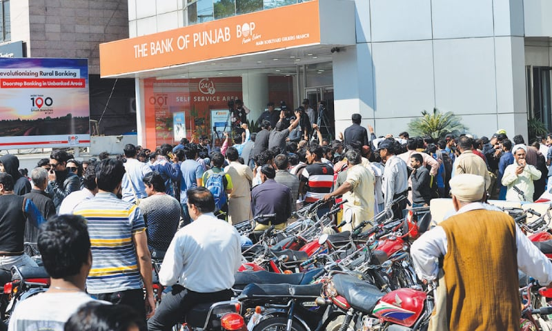 Banks in Pakistan serving customers poorly by making them stand outside in blazing Sub in the name of SOPs