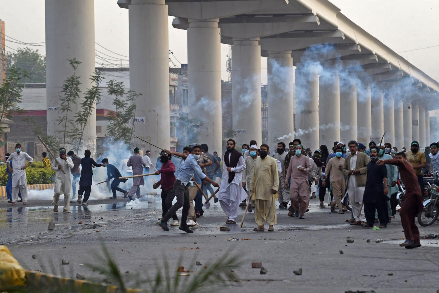 Islamabad: Protesters blocks roads in over vaccination shortage