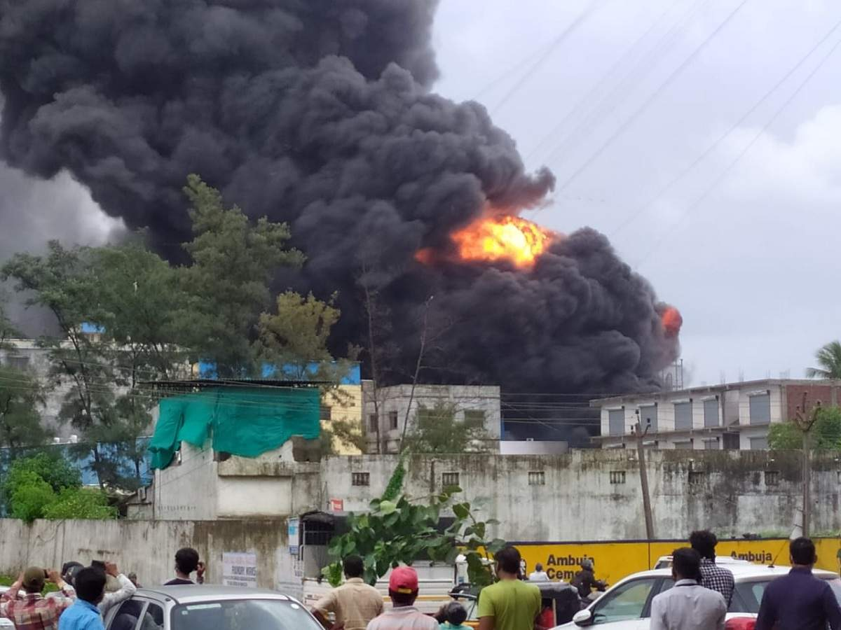 15 people are died in a fire at an Indian sanitizer factory