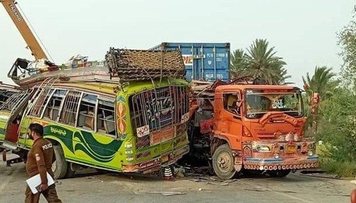 Bus and Truck hit, killed 28 people in Dera Ghazi Khan