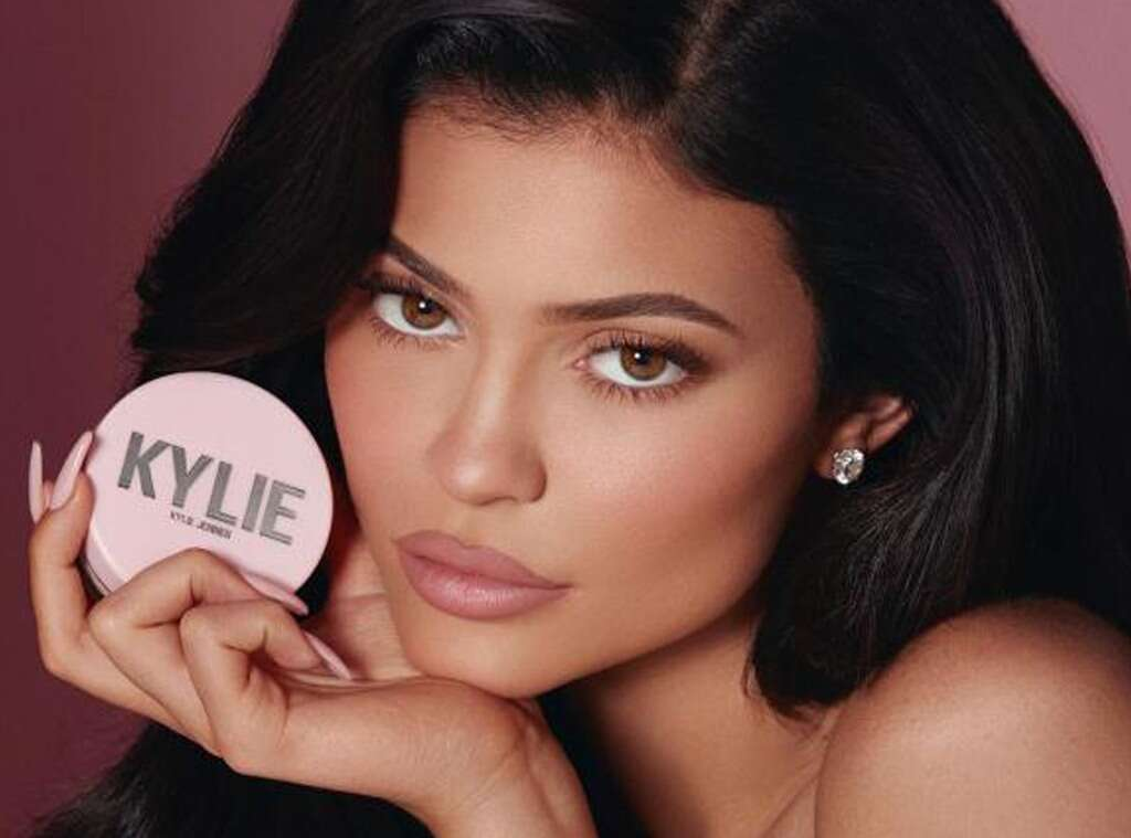 Employees atKylie Cosmetics not permitted to 'look andtalk' at withKylie Jenner