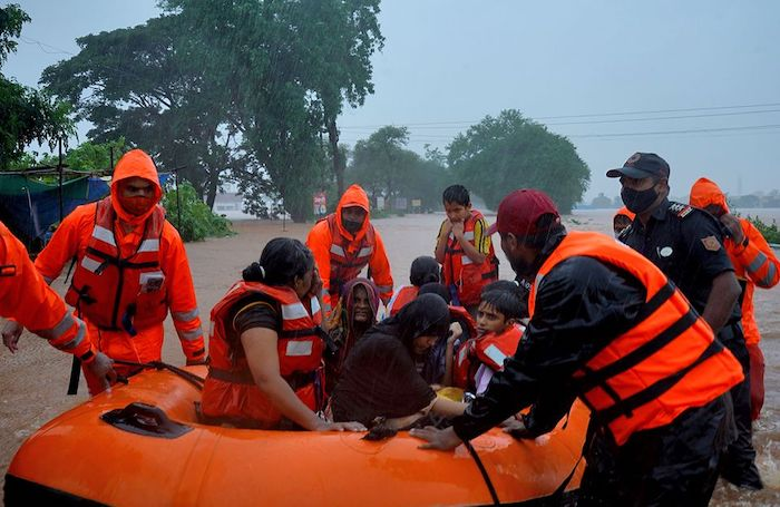 Heavy rain causes floods, killed at least 125 people in India
