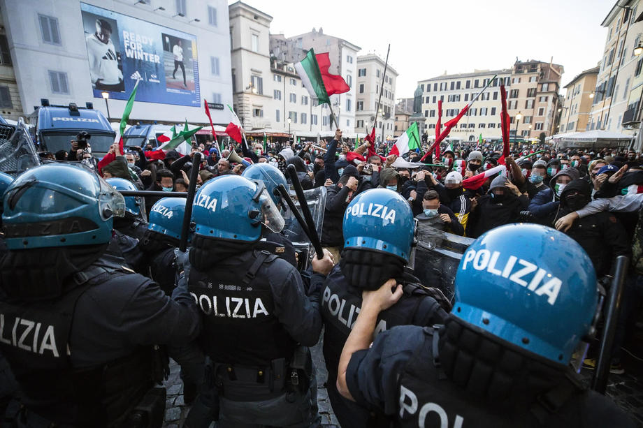 Protests over Covid certification in Italy