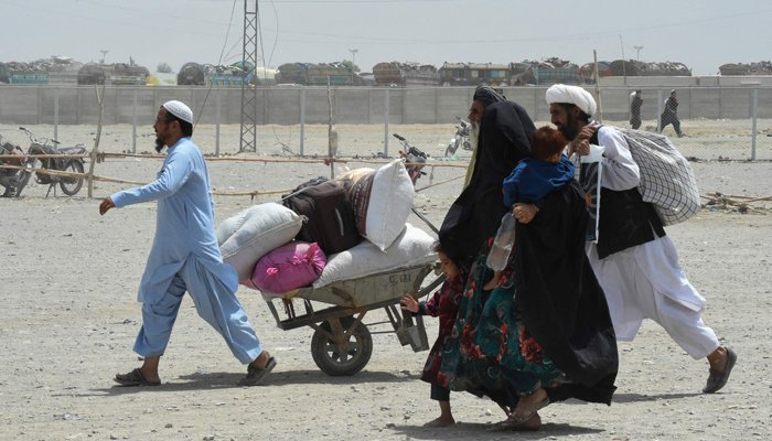 Thousands of Afghan families escape Taliban stronghold