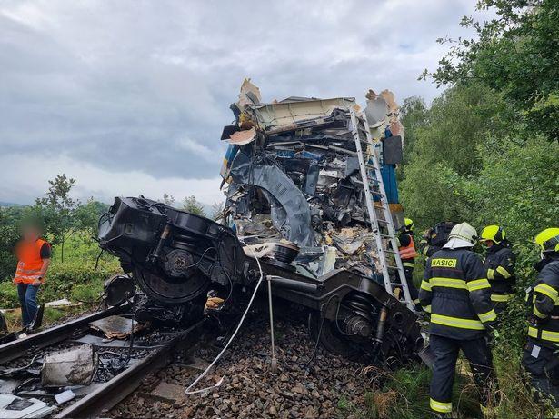 Train crash in Czech Republic kills 2 and injures 40
