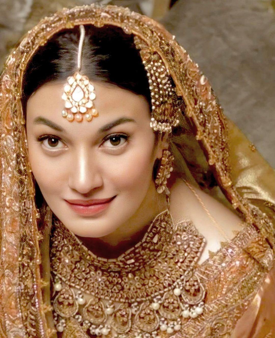 Muniba Mazari looks gorgeous with a bridal dress