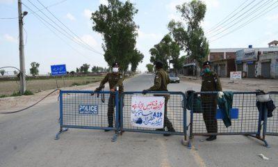 punjab-policemen-wearing-facemasks-during-lockdown